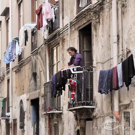 Palermo, Sicilia, Sicily, building, calle, clothe, edificio, hombre, man, noel, papa, person, persona, popular, ropa, street