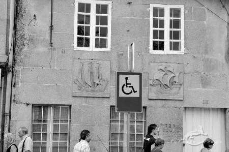 Galicia, street, gente, people, signal, señal, barco, ship, ventana, window, calle, tránsito, transit