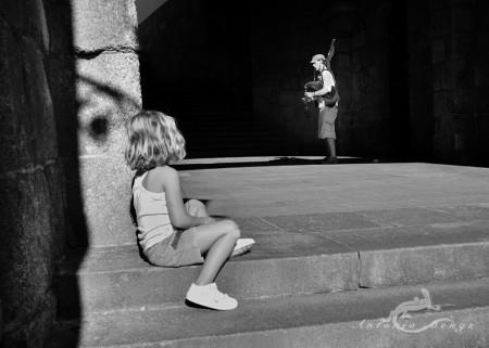 Galicia, niña, girl, gaitero, piper, street, calle