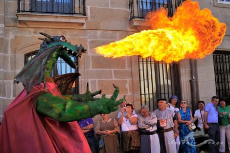 Galicia, calle, dragon, fair, fiesta, fire, fuego, gente, people, persona, street
