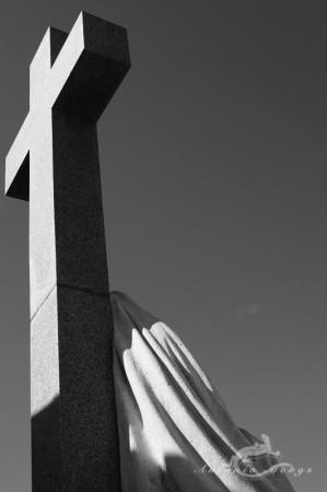 Madrid, cementerio, cemetery, cross, cruz, escultura, mujer, sculpture, woman