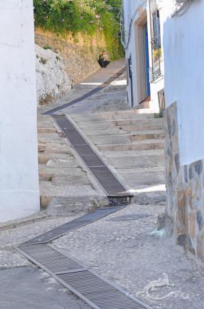 Alacant, Alicante, Altea, architecture, arquitectura, calle, escalera, hombre, lectura, man, mediterranean, mediterraneo, newspaper, periódico, popular, pueblo, reading, stair, street, village