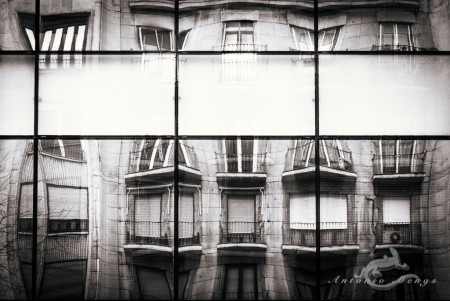 Madrid, balcony, balcón, building, edificio, reflection, reflejo, ventanas, windows