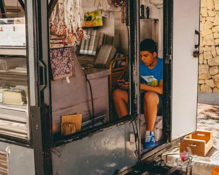 Alacant, Alicante, Alicante Alacant Spàin España, Calpe, España, Spain, boy, joven, market, mercado, mobile, móvil, nilño