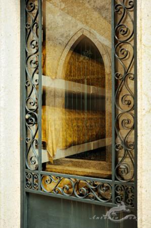 Lapa, Porto, Portugal, cementerio, cemetery, door, puerta, sarcophagus, sarcófago