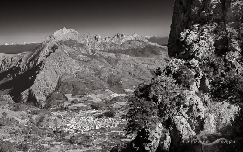 Sierra de Bernia desde Aitana, Callosa d'en Sarriá en el valle